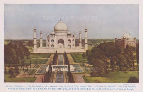 Taj Mahal. Bird's eye view of the tomb built in 1632 by Shah Jehan for his wife Mumtaz Majal.